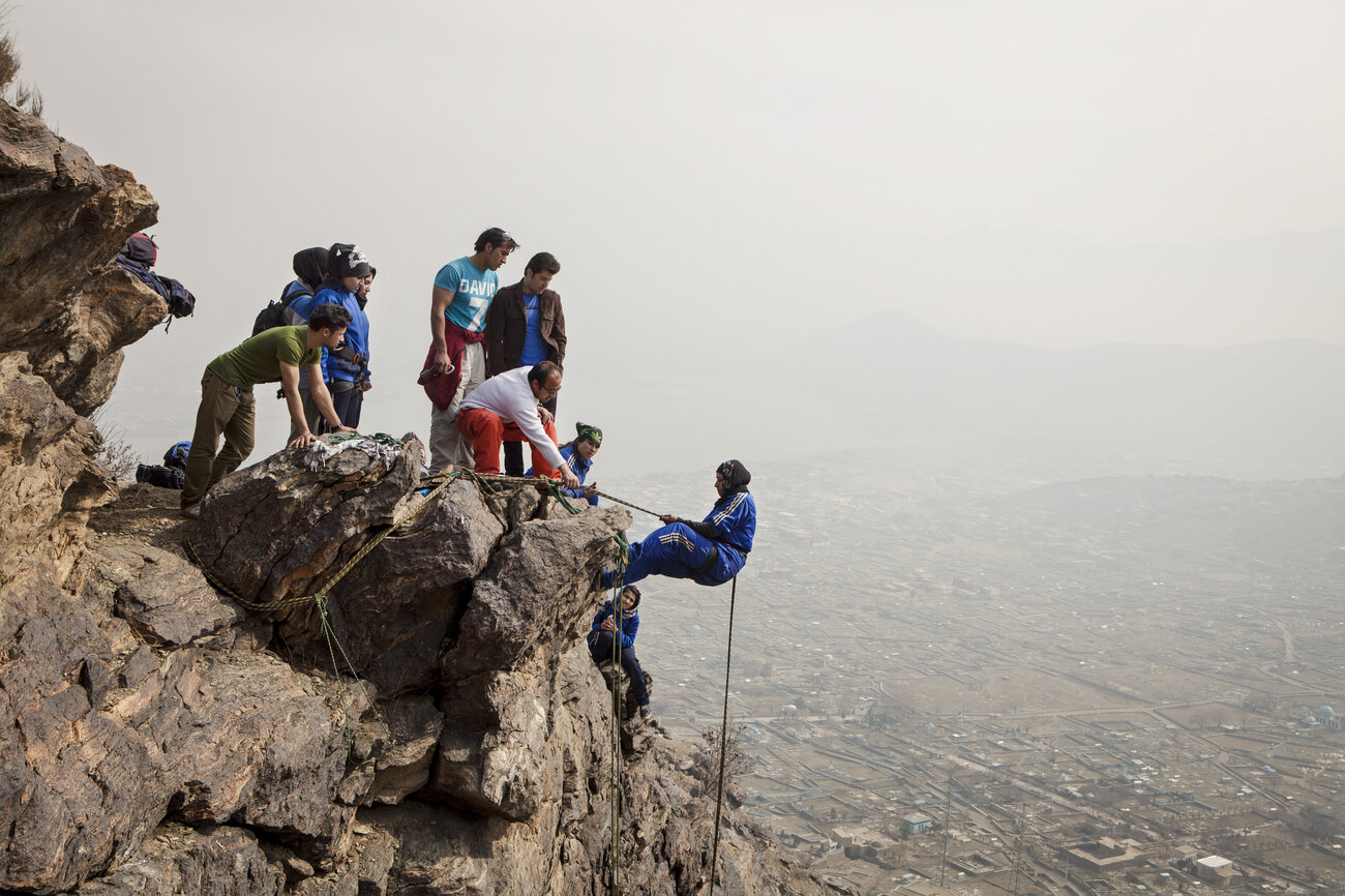 afghan climbers 001 slide 58f019427843fe0c9469c054781bb312c44be720 s1300 c85