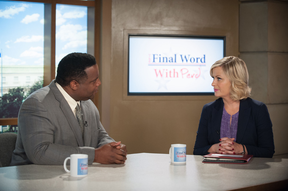 Jay Jackson, as Perd Hapley, interviews Amy Poehler's character Leslie Knope during the sixth season of <em>Parks and Recreation</em>. (Colleen Hayes/NBCU Photo Bank via Getty Images)