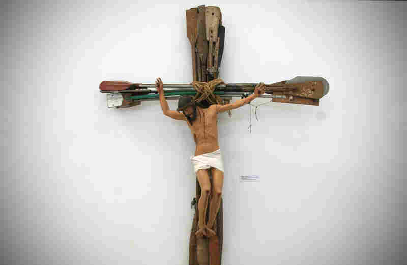 Miracle, a work by Kcho that hangs in his studio, shows Jesus crucified on a cross made of oars.