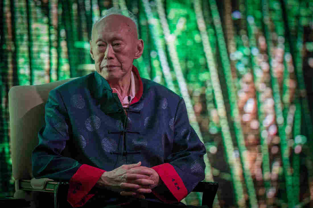 Former Singapore Prime Minister, Lee Kuan Yew addresses the Standard Chartered Singapore Forum on March 20, 2013, in Singapore.