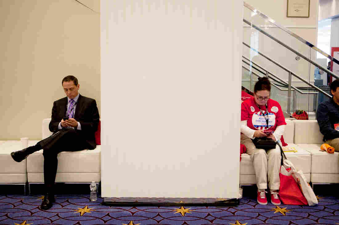 CPAC 2015 attendees take a break to check their phones.