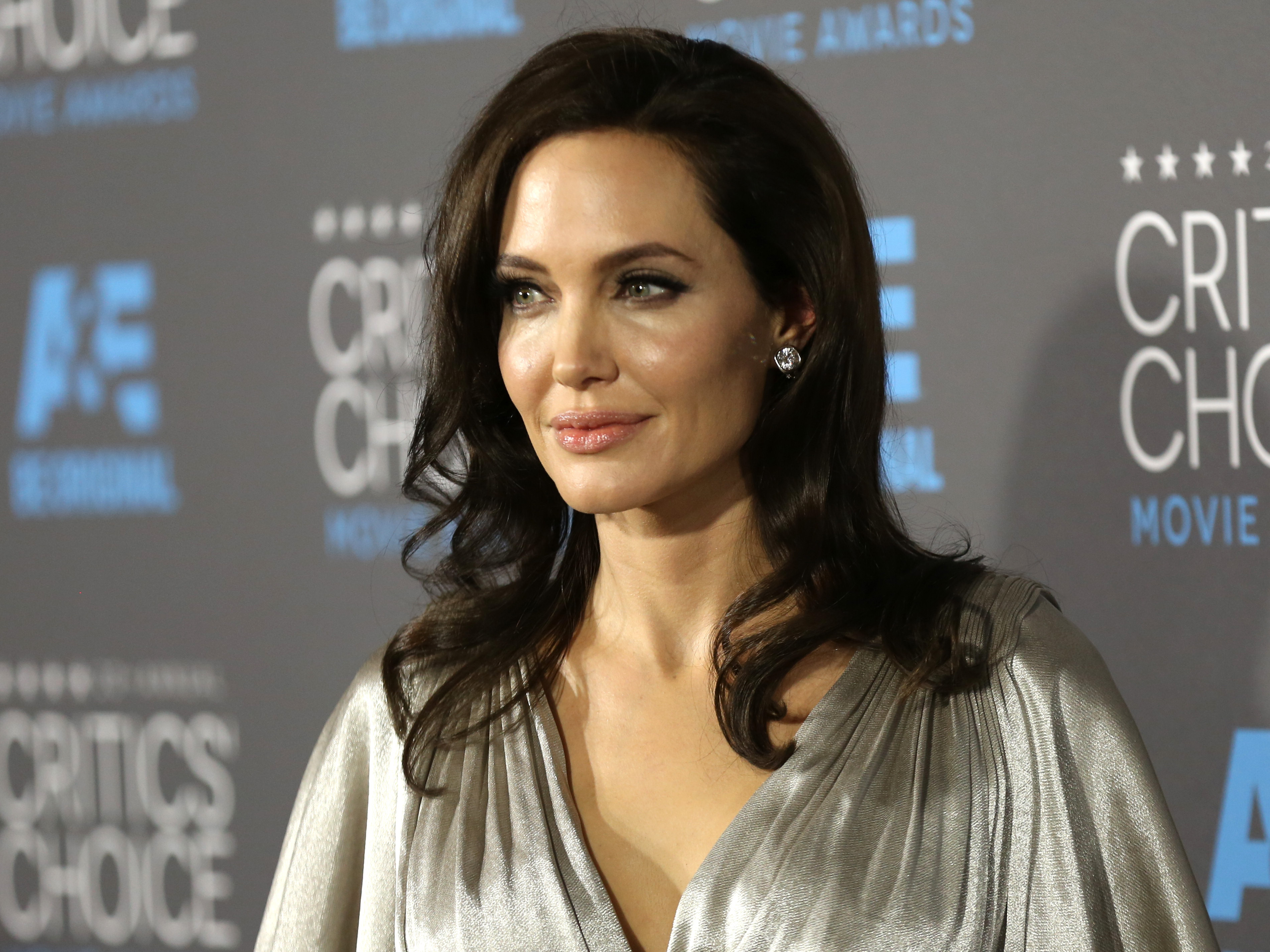 Angelina Jolie Pitt Has Ovaries Removed, Citing Cancer Fears