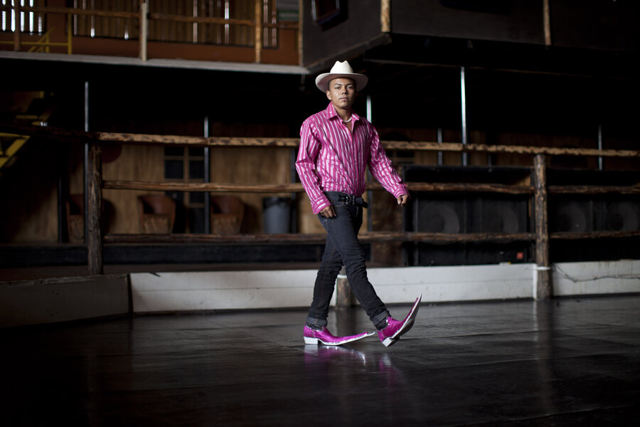 Wonderful, Ridiculous, Head-Scratchingly Pointy Mexican Boots Are ...