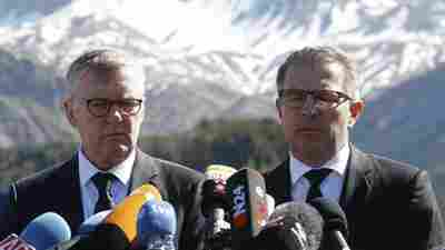 CEO of Germanwings Thomas Winkelmann (left) and Lufthansa CEO Carsten Spohr visited the site of the Germanwings jet crash in Le Vernet, France, Wednesday.