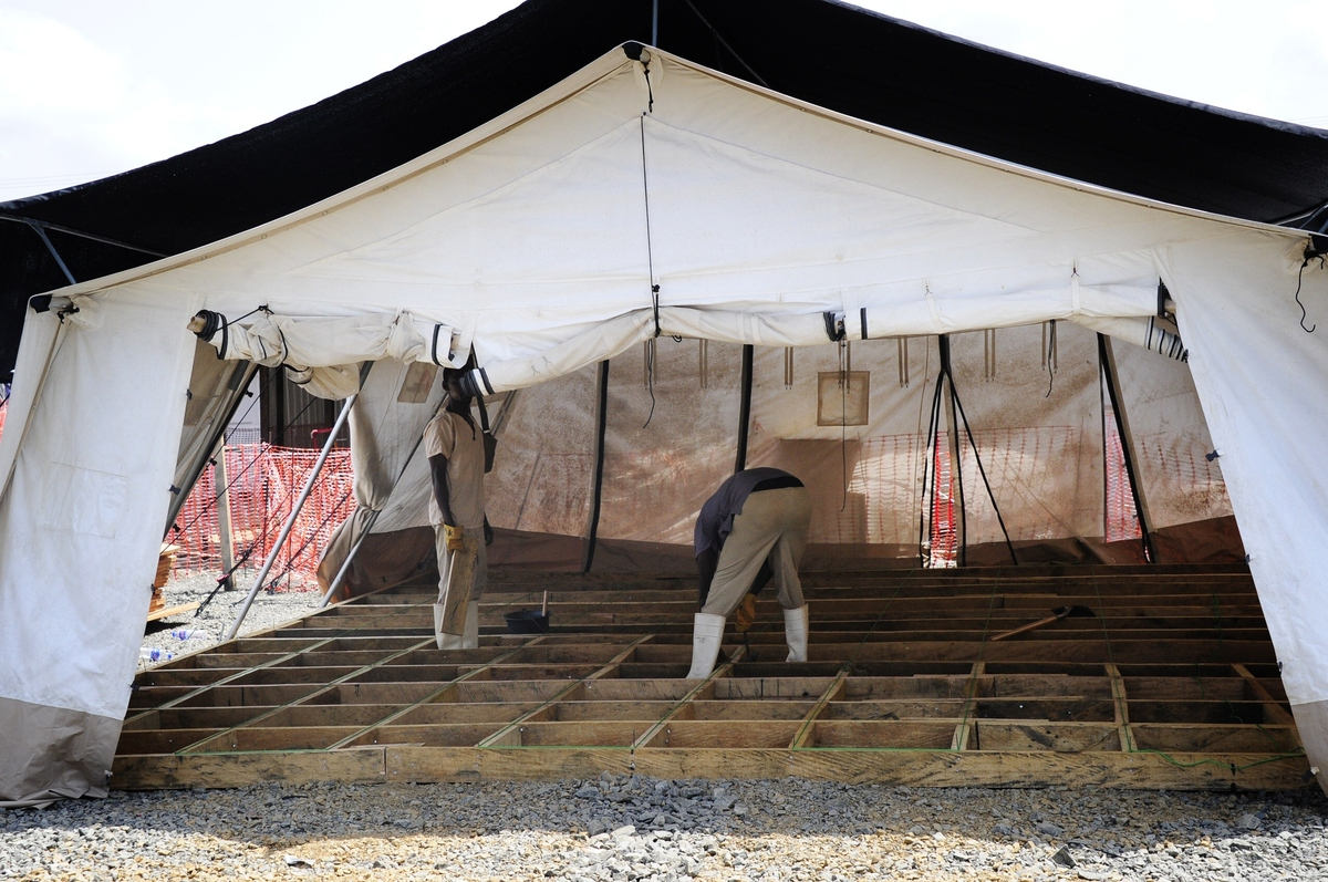 As ebola cases dwindle west africa turns to economic for Cash piscine cuers