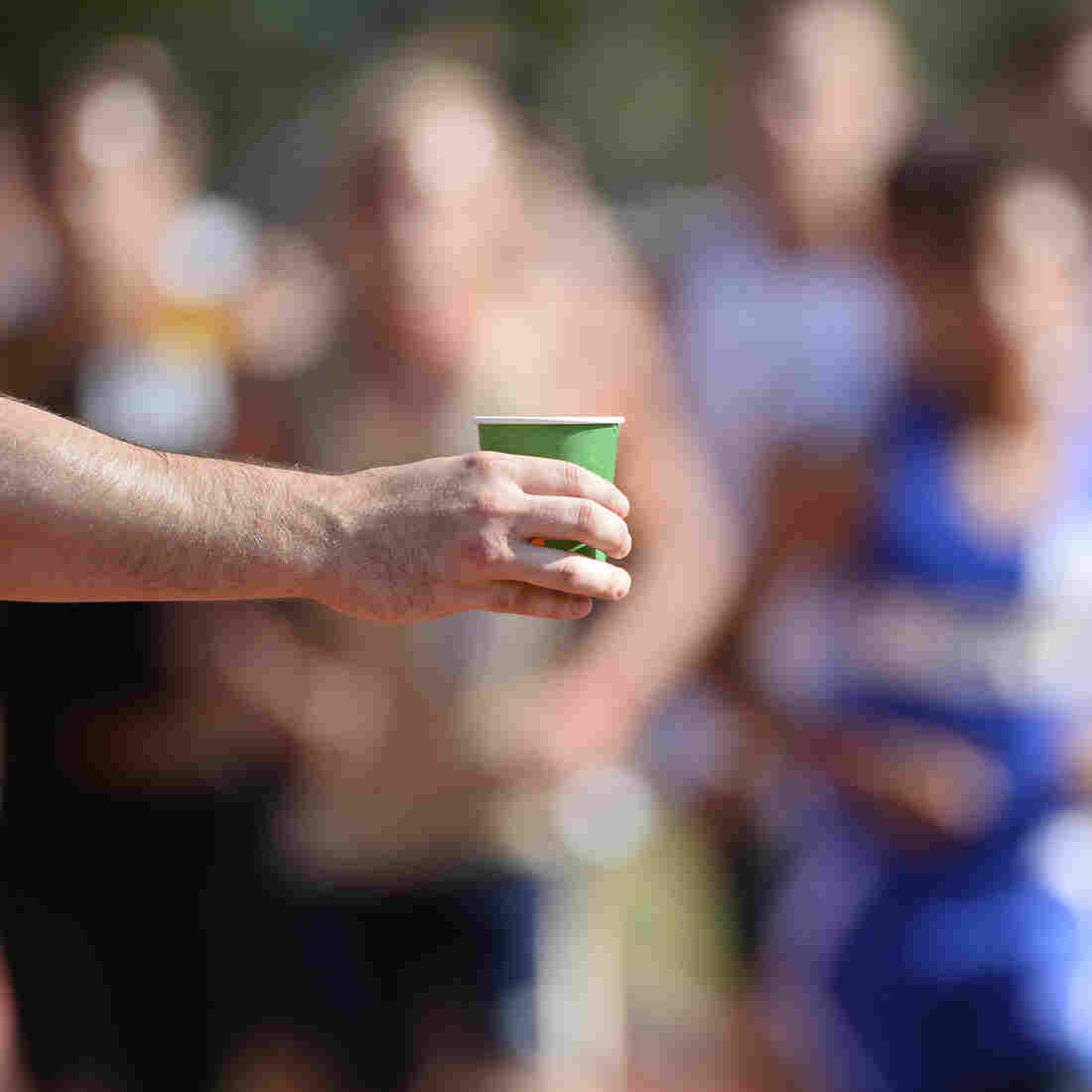 Running A Marathon? How To Eat and Drink So You Don't Hit The Wall