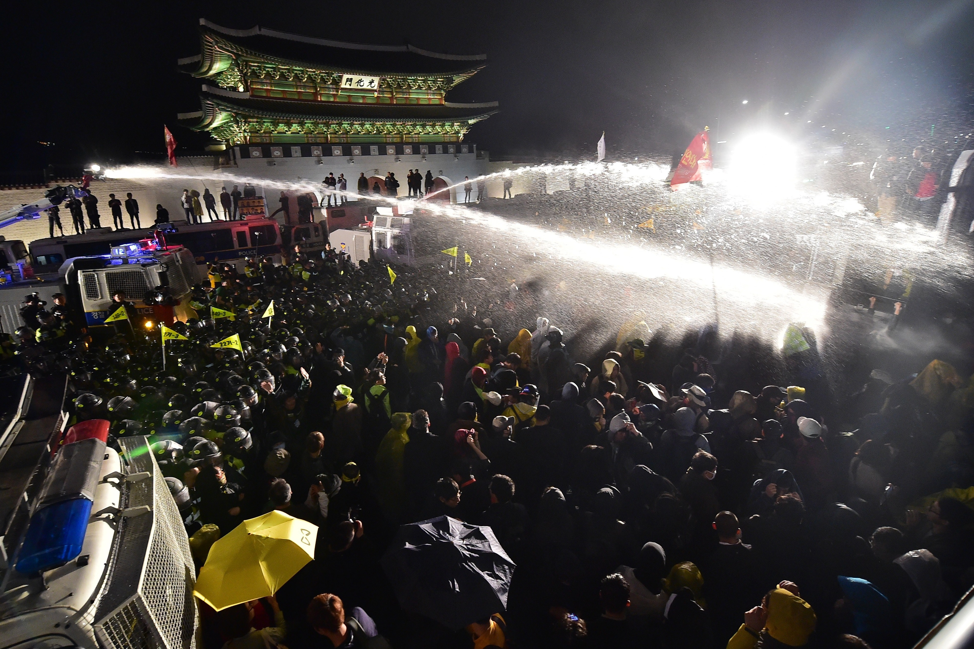 Heavy Police Presence At Ferry Demonstrations Bring Seoul To A Halt