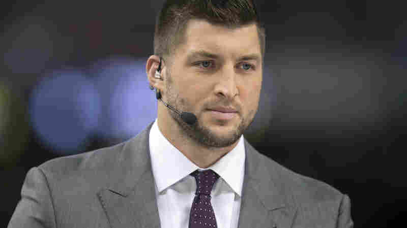 Tim Tebow, seen here at an NCAA football game last season, will reportedly sign with the Philadelphia Eagles Monday.