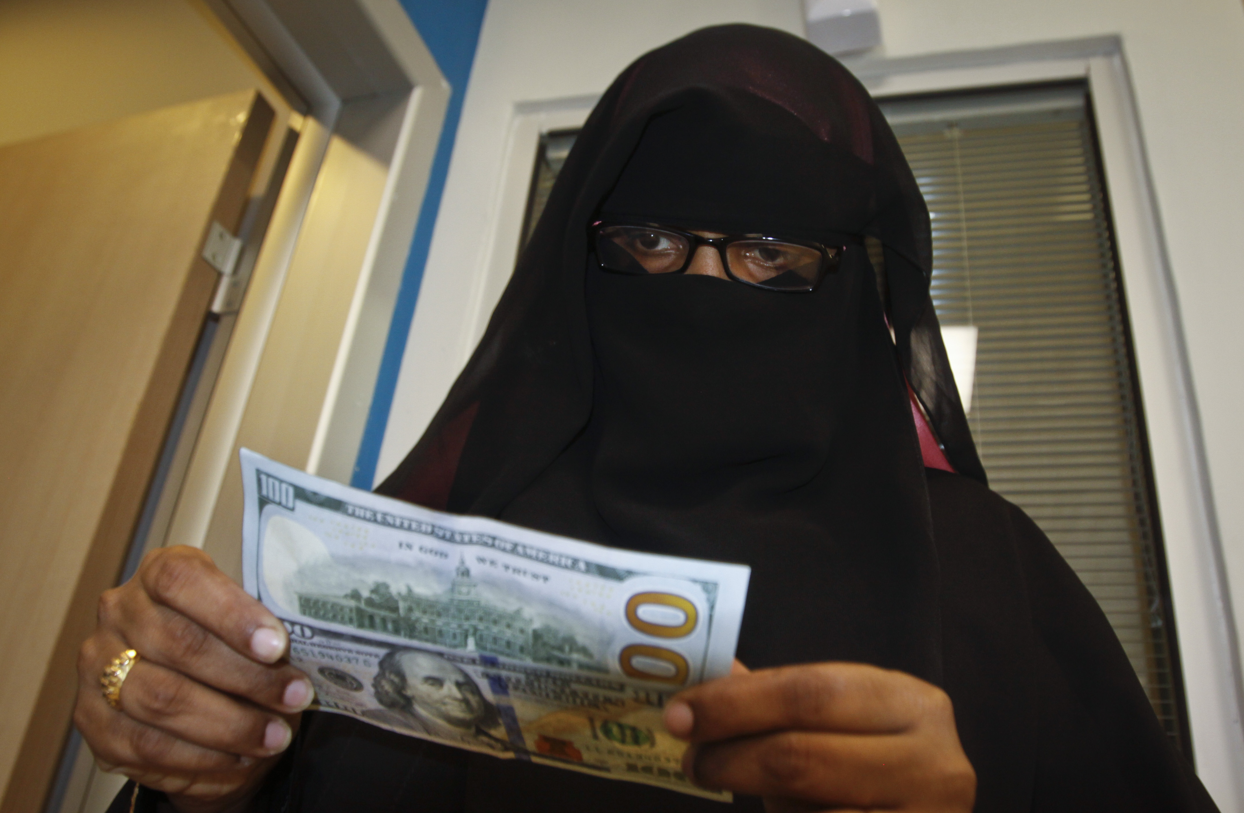 A Somali Woman Counts The Cash She Collected From Money Transfer Service In Mogadishu Capital City Image Farah Abdi Warsameh Ap