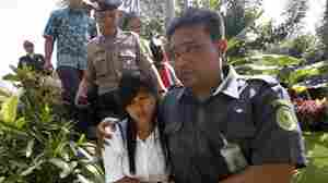 "Mary Jane Fiesta Veloso (center) of the Philippines, is escorted by Indonesian officers during a hearing to appeal her conviction on drug-smuggling charges in Yogyakarta, Indonesia, in March. Veloso is one of three ""Bali Nine"" inmates who have been told their execution date is imminent."