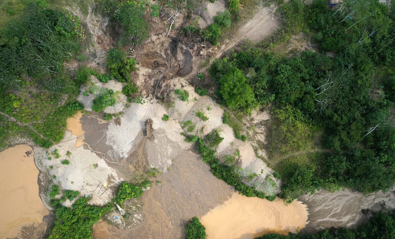 A drone took this photo from a height of about 500 feet. It shows gold mining in August 2014 in the vicinity of the Los Amigos conservation area.