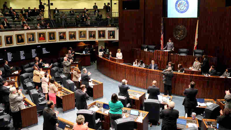 Florida state Senate president Andy Gardiner, R-Orlando, was applauded by his fellow senators Tuesday, after expressing his disappointment with the Florida House for ending its session three days early, instead of working through the budget clash.