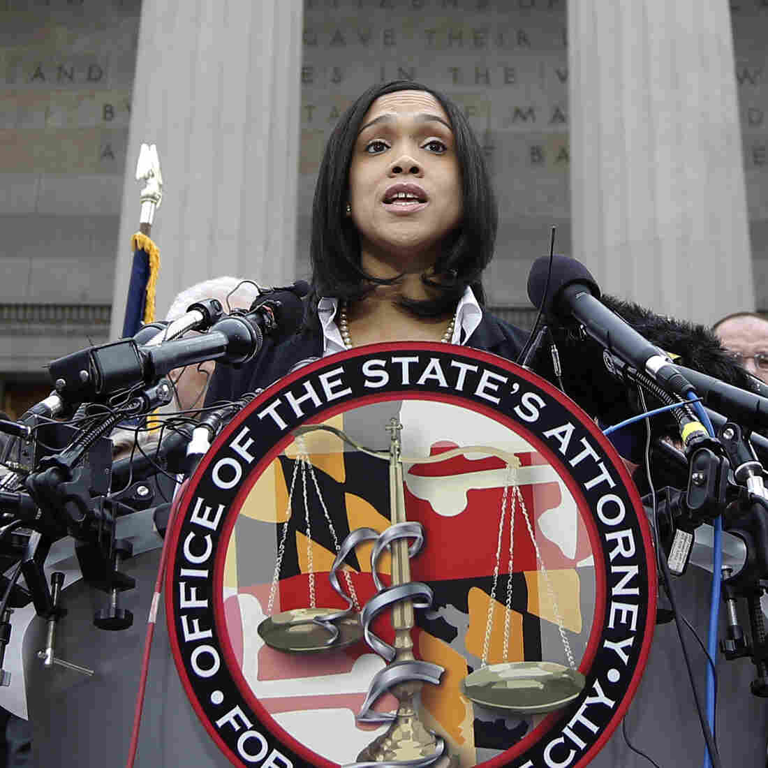 Charges Against 6 Officers In Freddie Gray's Death Range From Murder To Assault