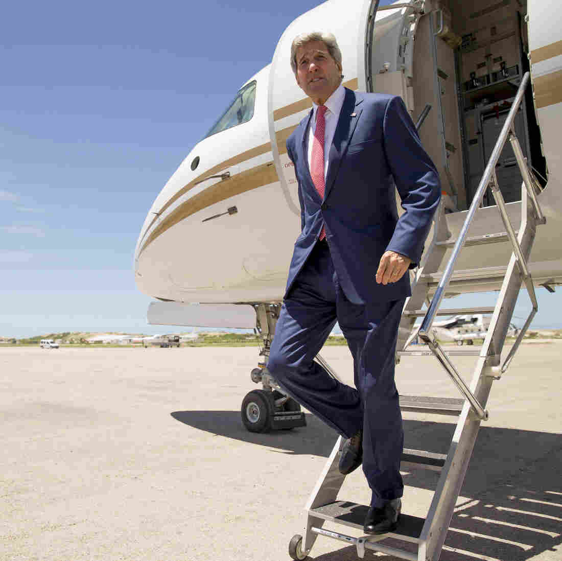 A First: John Kerry Makes Unannounced Visit To Somalia