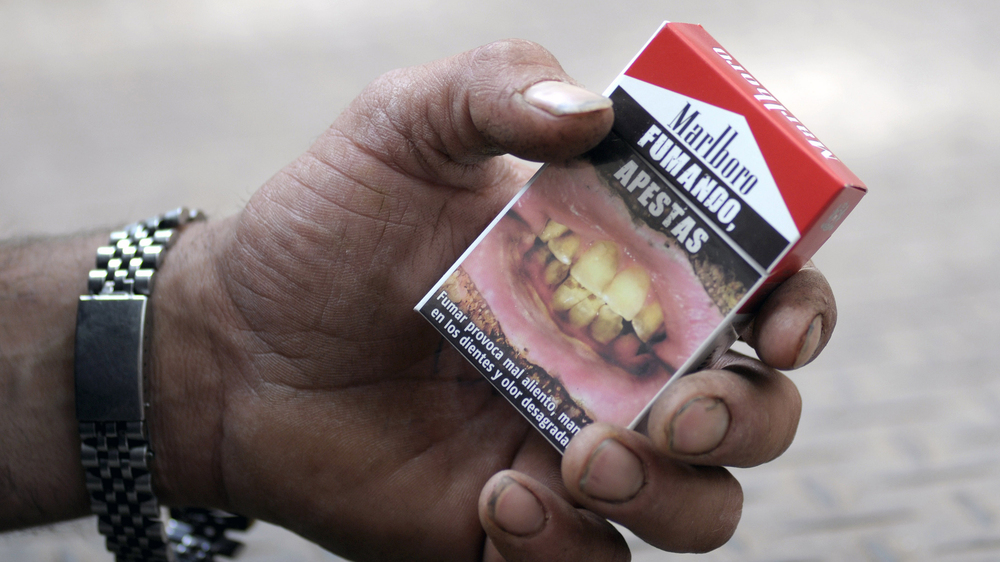 Fumando Apestas: A cigarette package in Montevideo, Uruguay, warns that