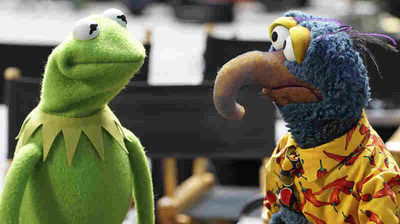 Kermit the Frog speaks to Gonzo the Great in a scene from ABC's The Muppets.