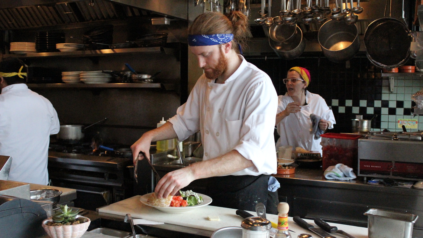 seattle restaurants scramble to pay a higher minimum wage : the