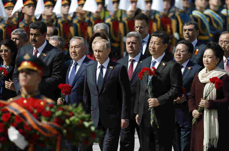 (From left) Venezuela's President's wife Cilia Flores, Venezuela's President Nicolas Maduro, Kazakhstan's President Nursultan Nazarbayev, Russian President Vladimir Putin, unidentified man, China's President Xi Jinping, Mongolia's President Tsakhiagiin Elbegdorj, Chinese first lady Peng Liyuan, United Nations Secretary General Ban Ki-moon and other officials take part in a wreath laying ceremony.
