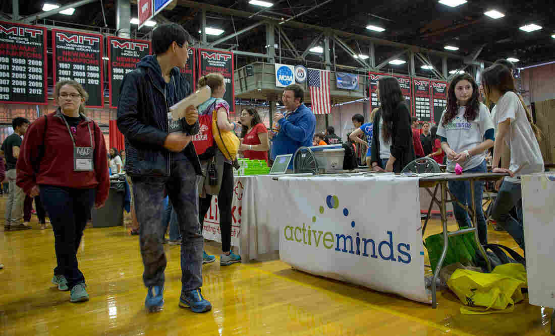 Active Minds raises awareness of its activities at MIT's campus preview weekend.