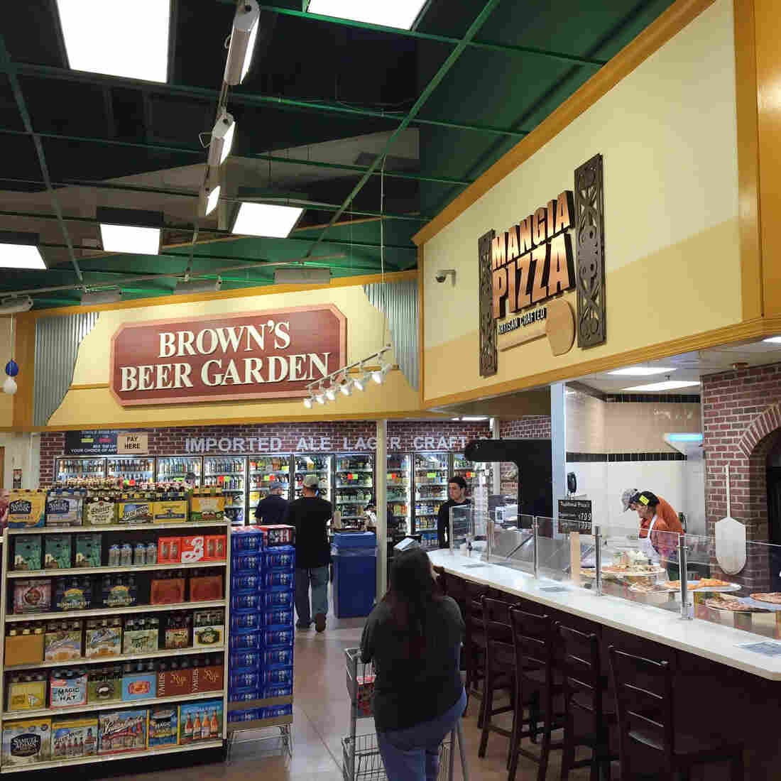 Why A Philadelphia Grocery Chain Is Thriving In Food Deserts