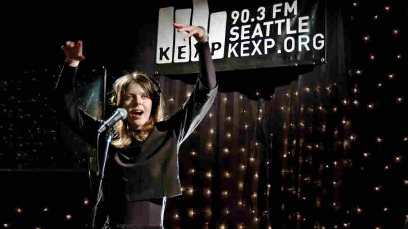 Samaris performs live on KEXP.
