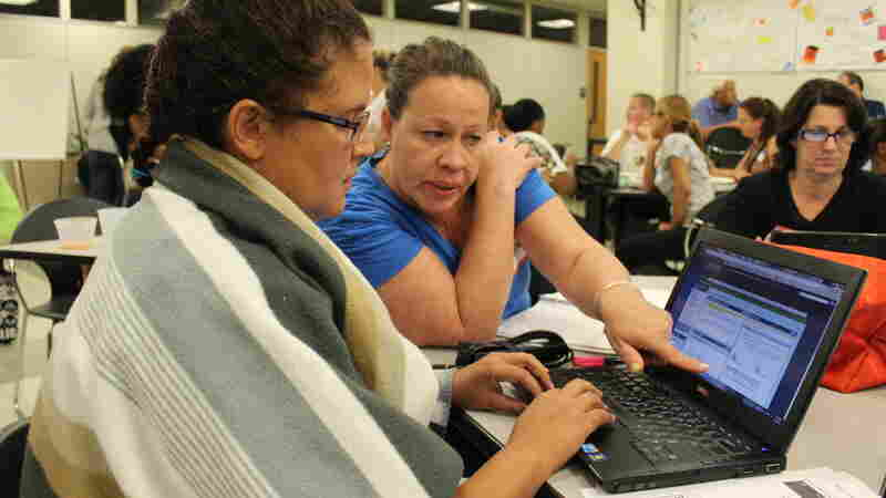 Students Carmen Boucher (left) and Hilda Castillo collaborate at a College Unbound weekly seminar.