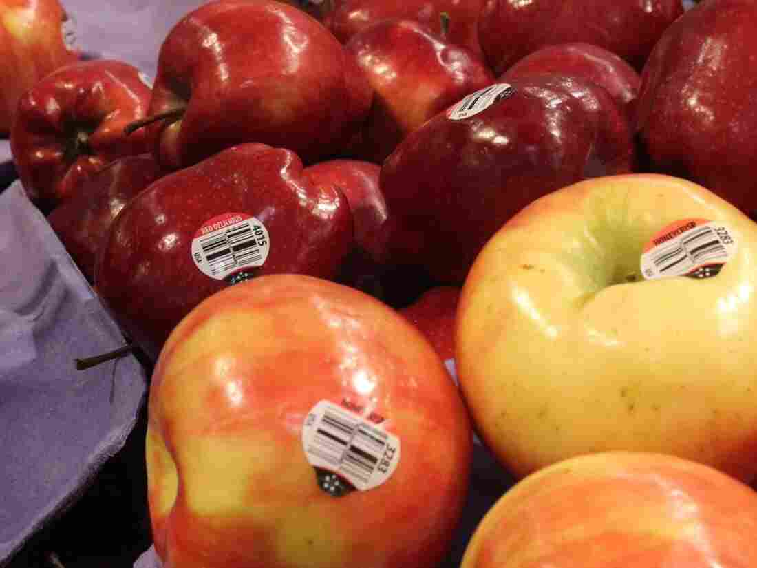 The photos of the apples in the store were in a supermarket in Excelsior, MN.