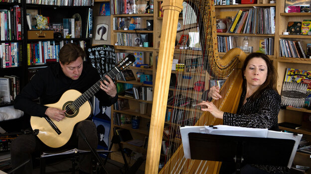Tiny Desk Concert with Jason Vieaux and Yolanda Kondonassis. (NPR)