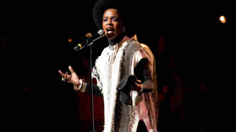 Lauryn Hill, Jazmine Sullivan Sing Nina Simone Songs At The Apollo Theater