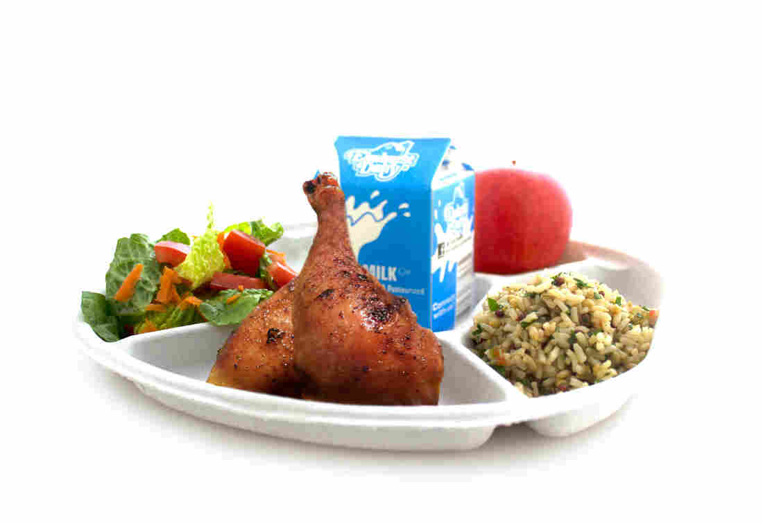 Schools say ciao to plastic lunch trays hello to for Lunch food