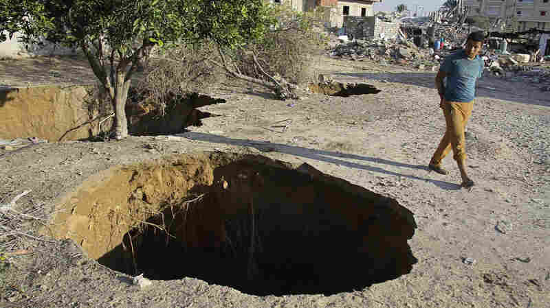 Risky Gazans Begin Digging Out Smuggling Tunnels To Egypt Again