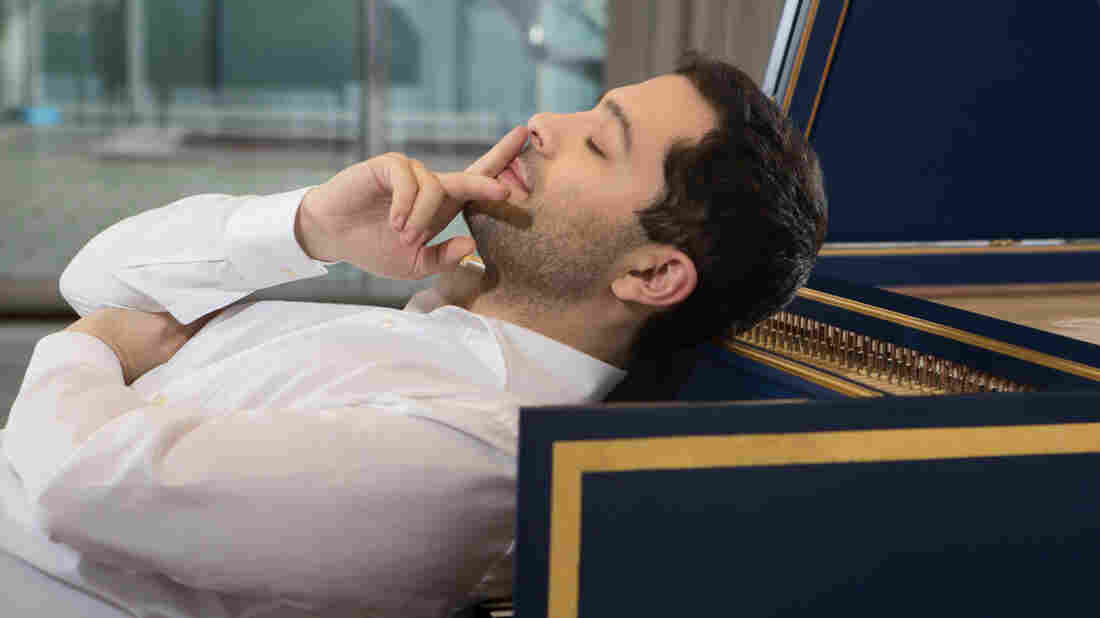 Mahan Esfahani's new album, Time Present and Time Past, combines Baroque and minimalist works for the harpsichord.
