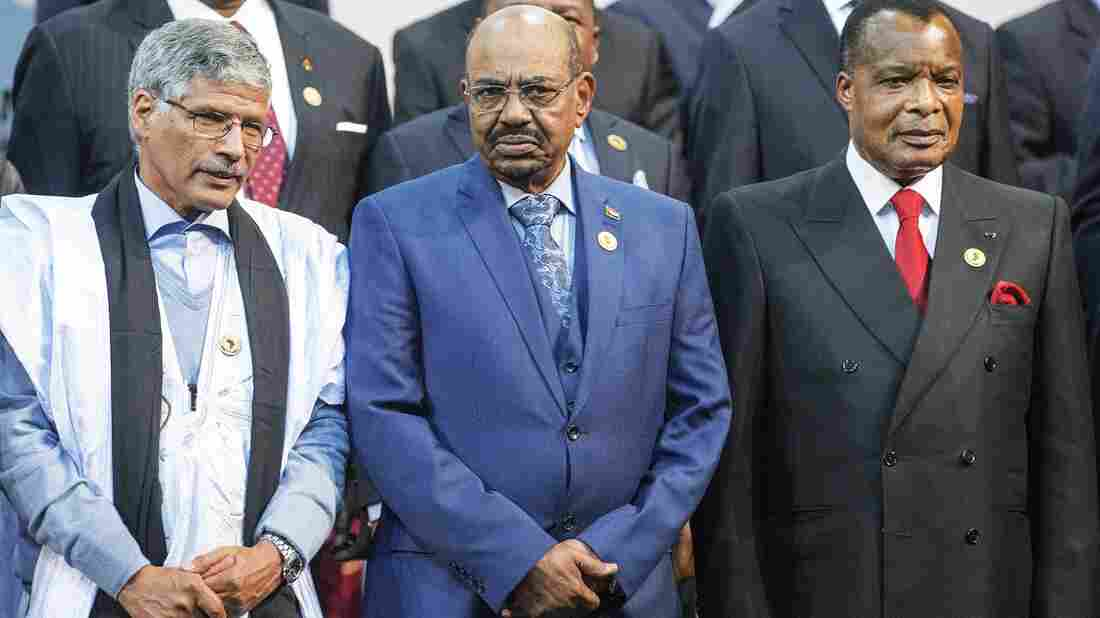 Sudan's President Omar al-Bashir (center), seen here next to Congo's president Denis Sasso-Nguesso (right) and Prime Minister of the Sahrawi Arab Democratic Republic Abdelkader Taleb Oumar, escaped an arrest order in South Africa.