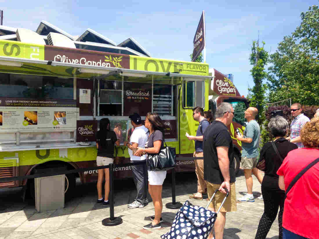 Boston's North End is full of authentic Italian eateries. The Olive Garden is most definitely not one of them. But this weekend, an Olive Garden food truck parked there, handing out free food samples.