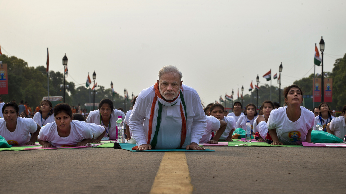 35 000 Bend It With Modi As India Launches World Yoga Day