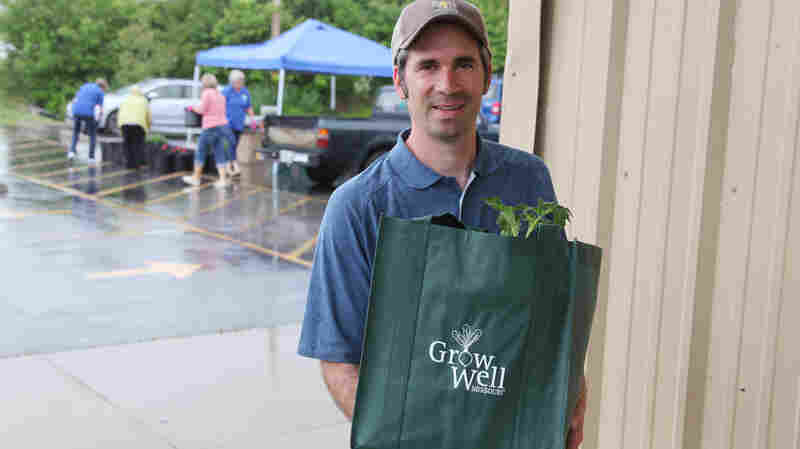 Missouri Food Pantries Help Clients Grow Their Own Produce