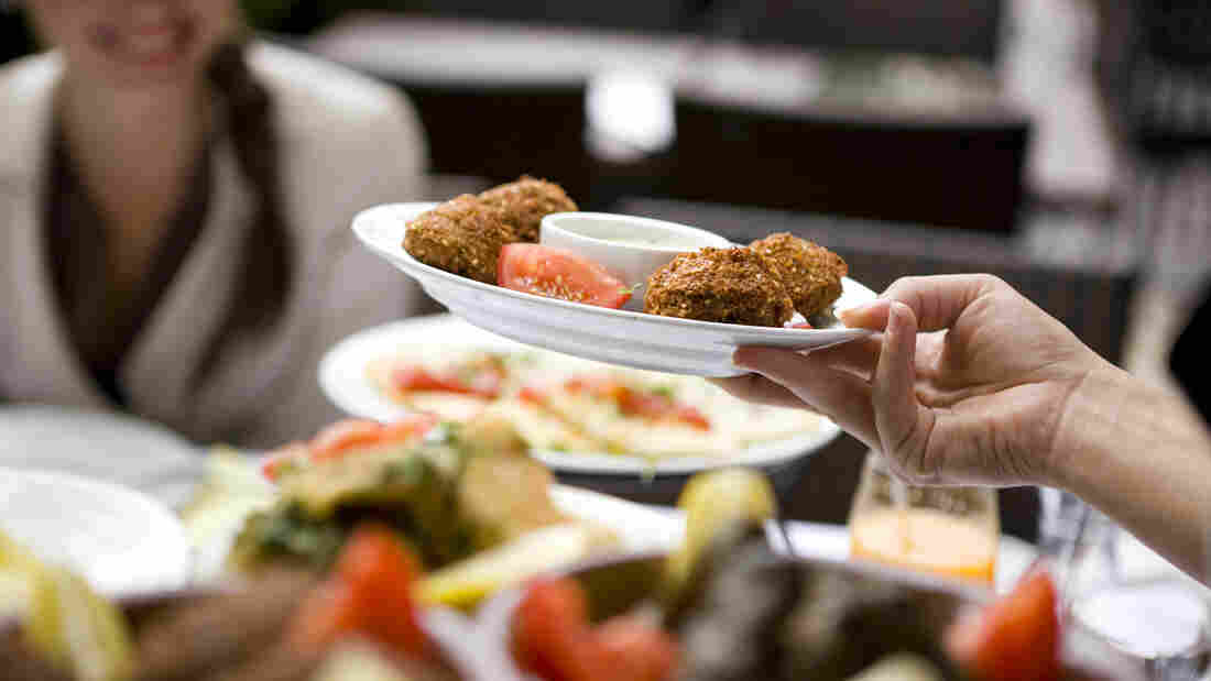 Why sit down meals may be just as unhealthful as fast food for A la cuisine meaning