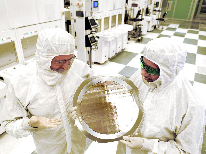 An alliance led by IBM Research has produced the semiconductor industry's first 7nm (nanometer) node test chips with functional transistors.
