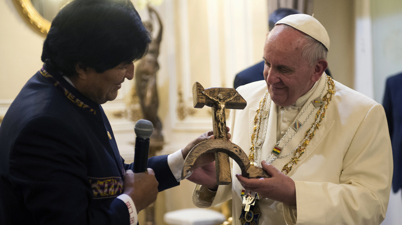 Bemused Or Irritated? Pope Reacts To Gift Of 'Communist Crucifix ...