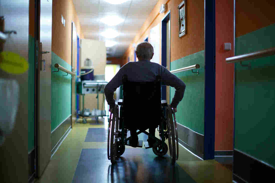 Proposed federal rules would aim to minimize the use of antipsychotic drugs and increase training for nurses in dementia care.