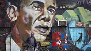 Kenyan graffiti artist Bankslave created a mural of Barack Obama. The president himself will visit Kenya on Friday. One of the president's agenda items is to promote solar power.