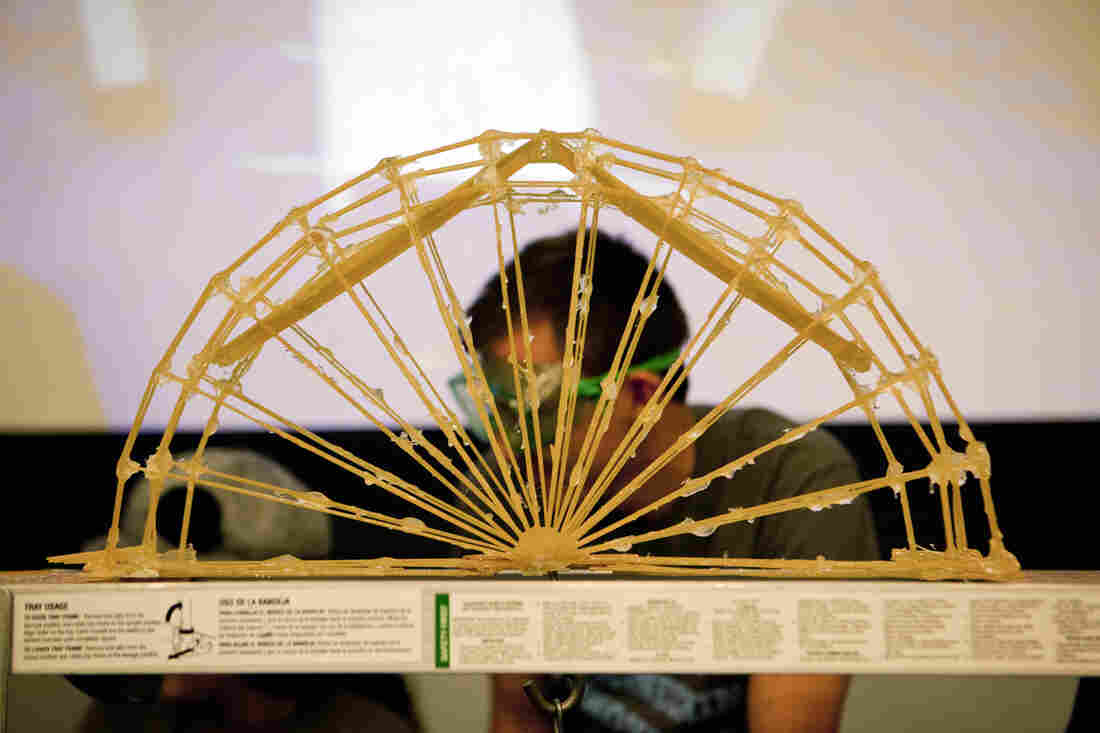 The bridges are held together with giant globs of epoxy. The half-wagon-wheel design was a popular option.
