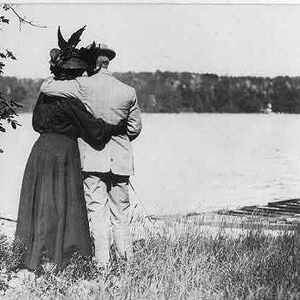A loving couple, circa 1907.