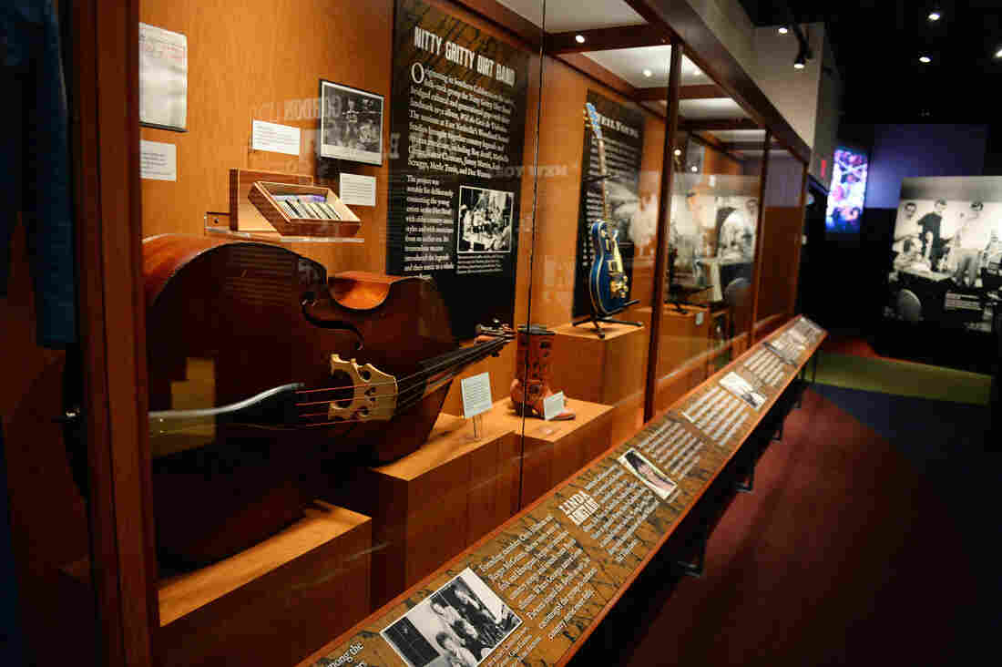 Dylan, Cash, and the Nashville Cats, an exhibition at the Country Music Hall of Fame and Museum, examines the role of session musicians during a fertile moment in the city's history.