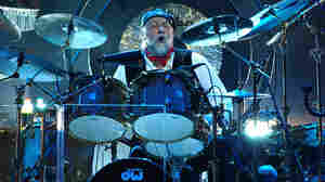 Mick Fleetwood getting it done with Fleetwood Mac during a 2013 performance