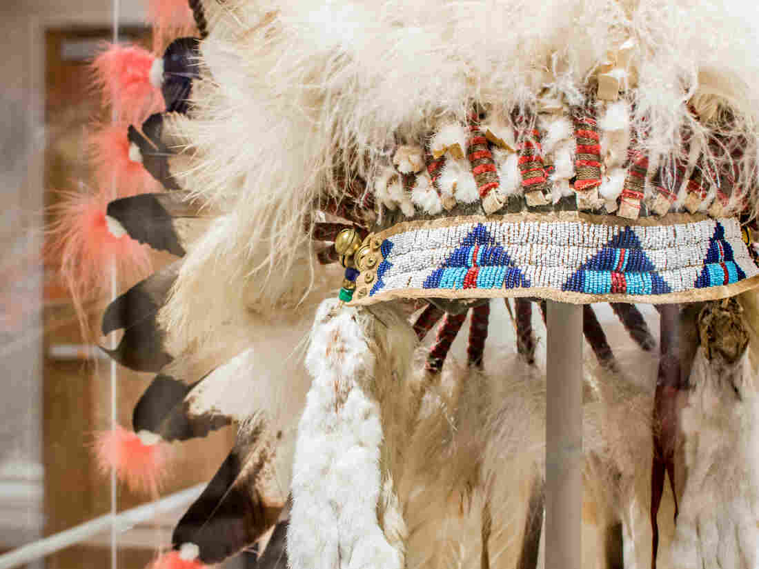 In the reservation era, Blackfeet men adopted this Sioux-style warbonnet. The men who wore these early reservation warbonnets would not have actually worn them in war.