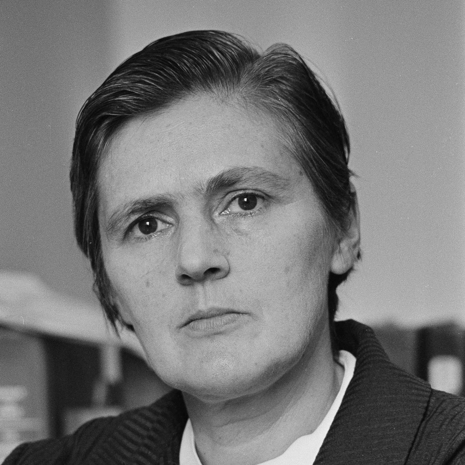 Dr. Frances O. Kelsey of the U.S. FDA, who is credited with keeping the birth-deforming drug, Thalidomide, off the U.S. market, is shown in an Aug. 1962 photo. Kelsey died on Friday at age 101. (AP)