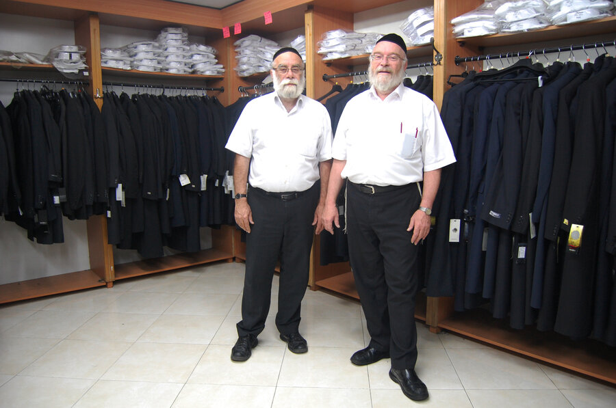 Ultra Orthodox In Israel Keeping Cool While Customs