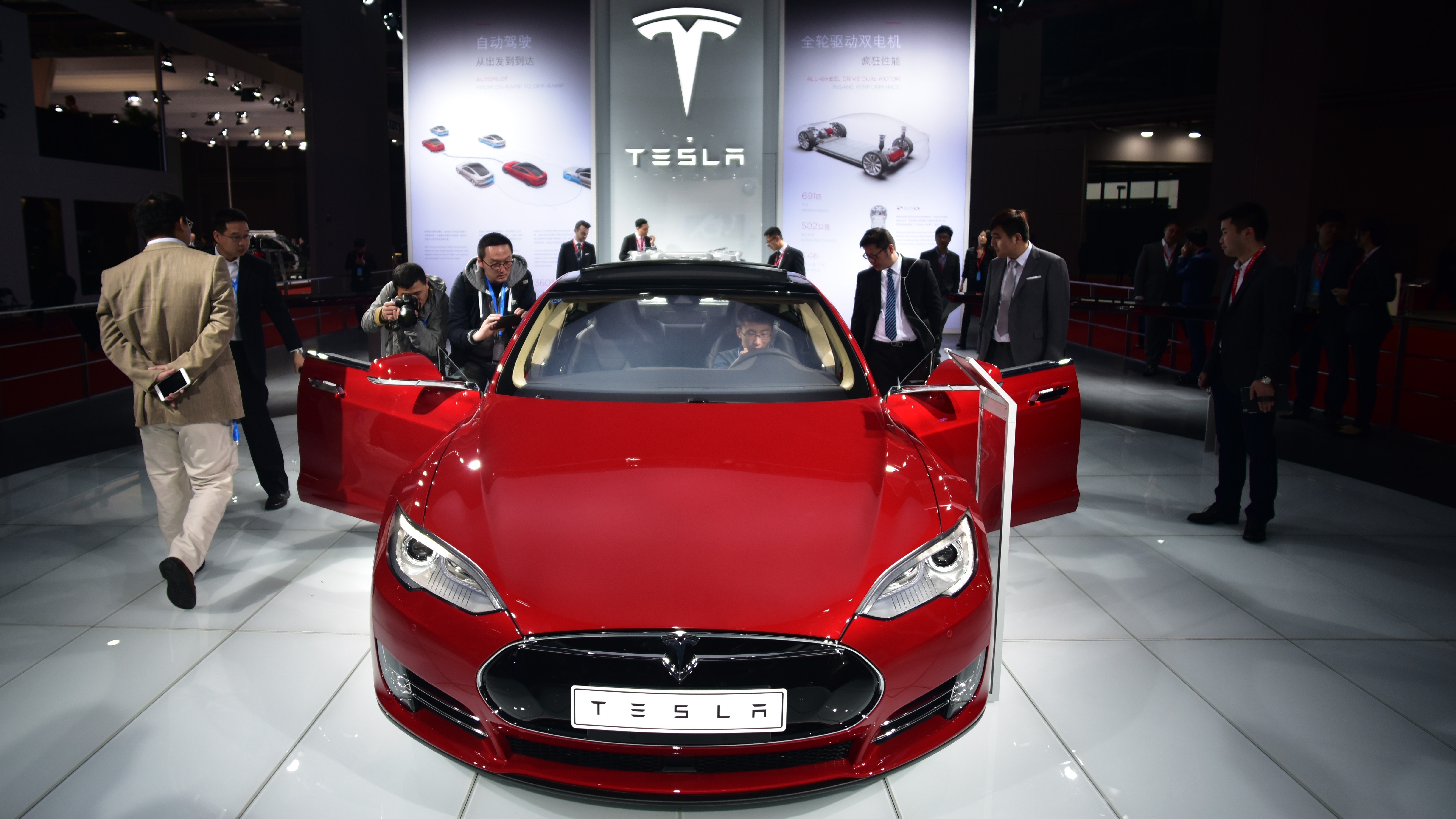 New Tesla Breaks Consumer Reports' Ratings Scale, Bolsters Company's Stock