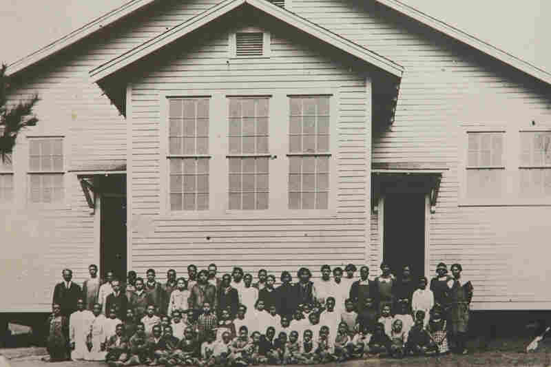 Students and teachers at the Noble Hill School in Cassville, Ga., in 1925.